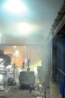 Hot Metal Process Crane in a Metal Powder Plant