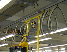 Single C-Rail Track with tool transporter for the final assembly of utility vehicles